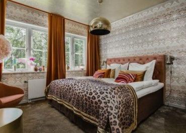 Hotellrum i design av Alba August står nu klart på Såstaholm!