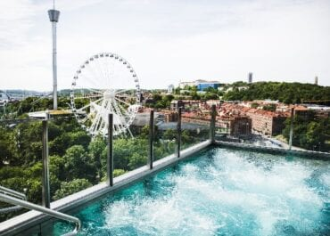 Sikta mot stjärnorna i sommar – upptäck Sveriges mest spektakulära hotell med takterrasser