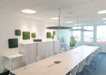 Proton Lighting: Tydlig 3D-visualisering visar belysning för konferensrum på rätt sätt.