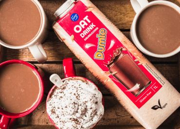 Fazer Dumle Havredryck kombinerar den klassiska smaken av choklad och kola med havre