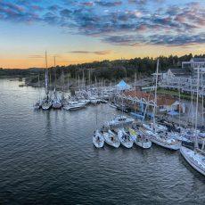 Stenungsbaden hissar segel för Glädjeresan under årets Tjörn Runt!