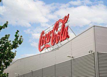 Coca-Cola i Sveriges produktionsanläggning i Jordbro är nu klimatneutral